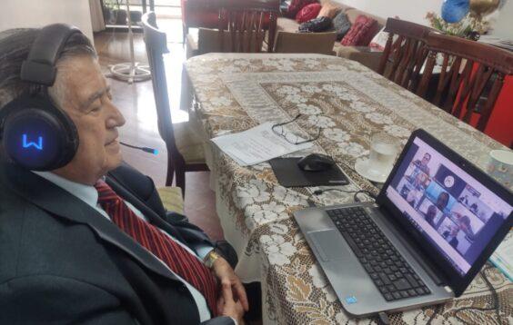 JACI frente computador